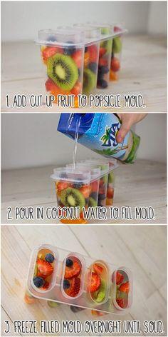 O nome disso você escolhe. Pra fazer é só congelar frutas em água de coco. Veja só:                    Será que caipirinha congela...