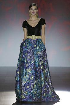 - Foto 1 - Patricia Avendaño 2016 - TELVA.com Agra, Dress Outfits, Prom Dresses, Formal Dresses, Textiles Y Moda, Cocktail Wear, Tie Dye Skirt, Evening Gowns, Ideias Fashion