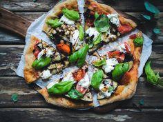 Excellent pizza - a bit complex recipe though Street Food, Opi, Vegetable Pizza, Bread, Baking, Vegetables, Recipes, Patisserie, Rezepte
