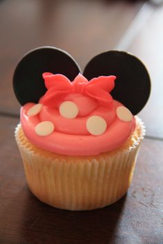 Minnie Mouse Cupcakes @Ashley Davidson what do you think of this?