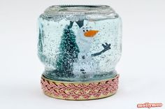 You won't believe how simple it is to make this fun snow craft with your little one until all of a sudden, it's right in front of you. In fact, these Quick and Easy Homemade Snow Globes can be made in less than five minutes. Homemade Christmas Crafts, Christmas Crafts For Kids To Make, Handmade Christmas Gifts, Kids Crafts, Holiday Crafts, Party Crafts, Homemade Gifts, 2nd Grade Christmas Crafts, Holiday Decorations