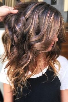 Ribbon Highlights Are The Latest Hair Trend We're Obsessed With Brunette Hair Color, Hair Color And Cut, Brown Hair Colors, Hair Color For Spring, Hair Colour, Hair Color Ideas For Brunettes For Summer, Fall Hair Colors, Dark Colors, Latest Hair Trends, Fall Hair Trends