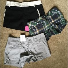 Bundled 3 pairs of shorts ! Fab deal! 3 pairs of shorts . Great condition . 1 black and white , 1 light grey & 1 multi color plaid . Forever 21 & hollister. ✨ Multiple Shorts