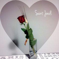 Una #rosa, nuestra rosa. Bona diada de Sant Jordi. #diadelllibre #diadelarosa #santjordi #UOCsantjordi
