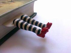 Este es su únicos marcadores, marcador de la malvada bruja, mago de OZ, marcas de libro. Piernas poco encantador asomando de su libro, parece