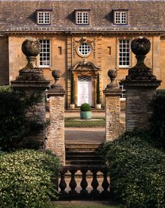 The Devoted Classicist: Eyford Park, England's Favorite House