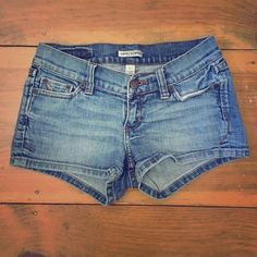 Abercrombie short jean shorts Excellent condition. They have a little bit of stretch to them. Abercrombie & Fitch Shorts Jean Shorts