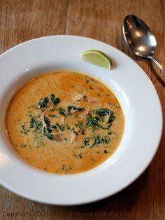 Curry-Kokos-Hühnersuppe mit Spinat