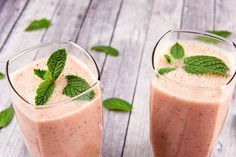 You can make juices from both fruits and veggies, making them a delicious and easy way to stay healthy. We have listed 4 different healthy juices for you! Strawberry Kiwi Smoothie, Mint Smoothie, Smoothie Blender, Smoothies, Healthy Juices, Healthy Snacks, Healthy Drinks, Healthy Tips, Fruit Recipes