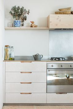 via Sustainable Kitchens Minimal Kitchen, New Kitchen, Kitchen Decor, Family Kitchen, Kitchen Tips, Kitchen Ideas, Interior Desing, Interior Design Kitchen, Home Interior