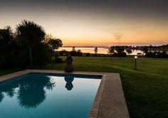 Casa Cara Vaaldam het 'n pragtige swembad, met 'n ewe pragtige uitsig - kyk net!