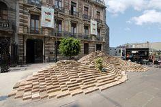 Como parte de los eventos e intervenciones que tuvieron lugar dentro del Abierto Mexicano de Diseño en la Ciudad de México, BNKR realizó una...  http://www.plataformaarquitectura.cl/cl/798046/24-mil-blocks-de-cemento-forman-la-mancha-en-ciudad-de-mexico?utm_medium=email&utm_source=Plataforma%20Arquitectura