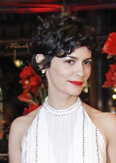 Perfetto per chi ha i capelli mossi il taglio iconico e sexy di Audrey Tautou…