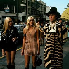 Helmut Berger on King's Road in The Secret Of Dorian Gray 60s And 70s Fashion, Black Girl Fashion, Love Fashion, Retro Fashion, Vintage Fashion, Teen Fashion, Fashion Trends, Dorian Gray, Hippie Style