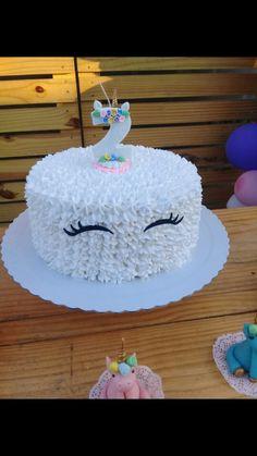 bolo simples de chantilly, para festa tema unicórnio 🦄 Baby Shower Niño, Cami, Icing, Cake Decorating, Birthday, Desserts, Witch Cake, Girl Birthday Cakes, Cake Party