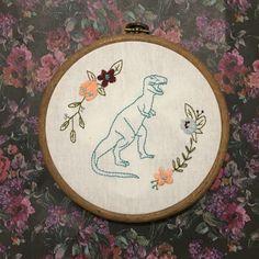 Dinosaur embroidery hoop with flower wreath от BuckleberryFerry