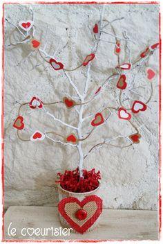 DIY déco Saint Valentin : le coeurisier ou arbre à coeur Roses Valentine, Valentine Images, Valentine Desserts, Saint Valentine, Valentine Decorations, Mothers Day Crafts, Valentine Day Crafts, Love Valentines, Crafts For Kids