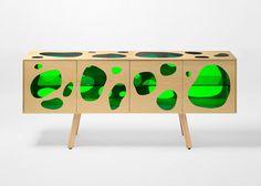 OsIrmãos Humberto e Fernando Campana, criaram para a marca espanholaBD Barcelona Designo armário Aquário, que esteveem exposição durante oSalão Internacional do Móvel de Milão 2016, evento que acontece de 12 a 17 de abril