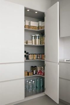 Ideas for kitchen corner pantry cabinet organizations Kitchen Pantry Design, Kitchen Cabinets Decor, Modern Kitchen Design, Home Decor Kitchen, Kitchen Organization, Kitchen Furniture, Kitchen Interior, Home Kitchens, Corner Pantry Cabinet