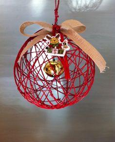Lavoretto di Natale (2013). Pallina fatta con lo spago e un palloncino fatto poi scoppiare!!