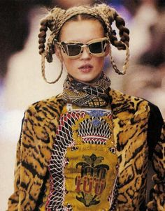 Jean Paul Gaultier Fall Winter 2012 added a little fur to the eyewear  . We know that Linda Farrow has the fur muff eyewear look in collaboration with Alexander Wang. This is a new one.