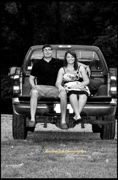Barlow Girls Photography~ #photos #photographer #photography #Clarksville #Tennessee #fortcampbell #couple #cute #boyfriend #girlfriend #outdoors #truck #tailgate