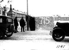 Kuvagalleria: Taksilla on huruuteltu Suomessa 110 vuotta. Kalevan vanhat kuvat kertovat takseista ja autoilijoista ennen vanhaan.