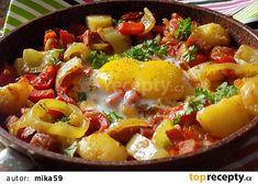 Lečo s bramborami a uzeným z jedné pánve recept - TopRecepty.cz Ratatouille, Paella, Fruit Salad, Potato Salad, Pork, Potatoes, Ethnic Recipes, Sweet, Diet