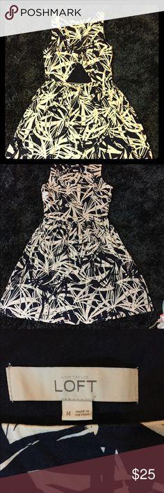 Loft dress 95% rayon,  5% spandex  100% polyester  Dress excellente conditions size  M 8-10 LOFT Dresses
