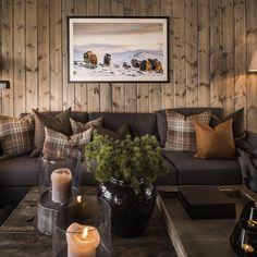 """Oj Design & Interiør on Instagram: """"Sjekk dette bilde fra @svendsensfoto Ble så fint i denne hytten. Jens har mange fine naturbilder og dyrebilder. Lekker sofa i ull fra…"""" Living Room Designs, Living Room Decor, Mountain Cabin Decor, Modern Log Cabins, Chalet Interior, Lodge Style, Chalet Style, Log Cabin Living, A Frame Cabin"""
