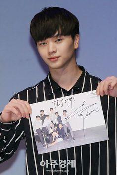 12042018 Sungjae in TBJ fan meeting Born To Beat, Sungjae Btob, Yongin, Sung Jae, Love Of My Life, Beautiful Men, Rapper, Playing Cards, Handsome
