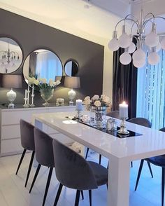 credit Get motivated to design the home of your dreams with our inspiring looks and practical decorating tips. decoration interieur home decoration decoration salon Interior Design Career, Interior Decorating Styles, Decorating Your Home, Decorating Tips, Home Decor Shops, Diy Home Decor, Online Furniture Stores, Furniture Shopping, Simple House