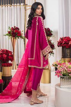 Pakistani Dresses Party, Latest Pakistani Dresses, Desi Wedding Dresses, Pakistani Fashion Party Wear, Shadi Dresses, Pakistani Dress Design, Pakistani Suits, Fancy Dress Design, Bridal Dress Design