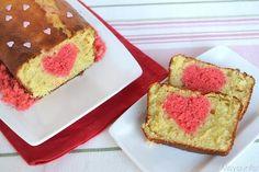 Il plumcake con sorpresa è un dolce semplice e veloce da realizzare ma che conquista al primo taglio grazie al cuore rosso incastonato in ogni fetta. Già