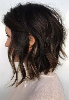 Inverted Choppy Lob ❤️ A choppy bob haircut is the needed answer to all thick and thin questions! The advantages of this bob are countless, so if you're looking for styling changes, you've come t Choppy Bob Haircuts, Haircuts For Wavy Hair, Short Bob Hairstyles, Choppy Lob, Hairstyles Haircuts, Medium Choppy Bob, Medium Inverted Bob, Latest Hairstyles, Long Bob Haircuts With Layers