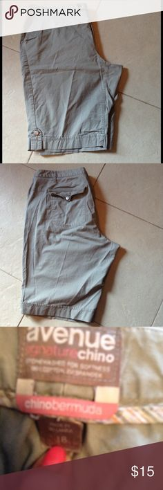 Khaki Shorts. *REDUCED* Very nice gray Khaki Women's shorts Avenue Shorts