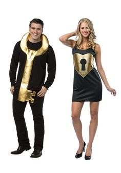 What a cute couple Halloween costume idea for couples.  This couples costume is a quick, cheap solution for this Halloween.