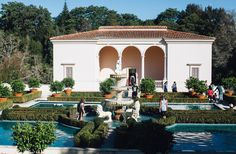 A gorgeous place to relax and explore, the Hamilton Gardens is a definite must see, especially with the picturesque foliage, buildings, scenery and history.