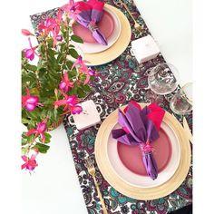 Hoje meu almoço foi assim... Com cores e flores  #lardocecasa #lardocemesa #mesahits #mesaposta #flores #decor #homedecor #semanamesahits_lavieenrose