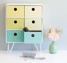 """Algunos son absurdamente sencillos, otros exigen algo de destreza. Seleccionamos los mejores """"pirateos"""" de piezas de Ikea que Internet haya conocido. Consigue una casa más chic y con personalidad."""