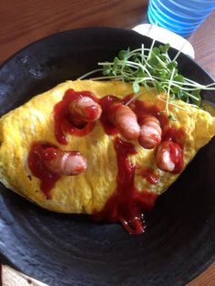 Rice omelets (オムライス or omuraisu) are one of Japan's favorite dishes. Zombies, that's what. Halloween Dinner, Halloween Treats, Halloween Foods, Halloween Decorations, Cooking Games, Fun Cooking, Omurice, Food Art For Kids, Gourmet Gift Baskets