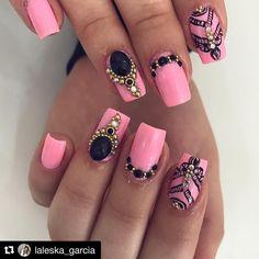 Isso que eu chamo de arte 😍 __________ Repost @laleska_garcia Também foi uma das lindas da semana @nathalia__oliveira_ 💛 ________________ #nails #nailstyle #unhasdecoradas #unhasdasemana #atelielaleskagarcia Aycrlic Nails, Feet Nails, Dope Nails, Pink Nails, Finger, Diy Nail Designs, Trendy Nails, Nails Inspiration, Nailart