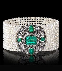 AN EXQUISITE CREATION OF A VERY RARE ANTIQUE BRACELET WITH COLUMBIAN EMERALDS…
