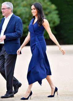 Royal tour: Meghan Markle wears Club Monaco dress in Melbourne Meghan Markle Dress, Meghan Markle Outfits, Meghan Markle Style, Princess Meghan, Prince And Princess, Markle Prince Harry, Sussex, Prinz Charles, Prinz Harry