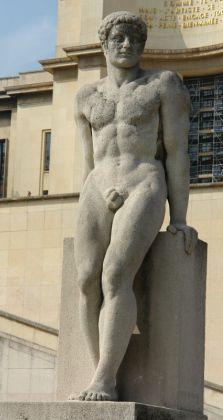 l'Homme (Pierre Traverse).Palais de Chaillot Antoine Bourdelle, Statues, Capital City, Paris France, Sculptures, Art, Stone, Effigy, Sculpture