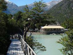 Tortel es una comuna de Chile que forma parte de la XI Región. Su situación geográfica es muy especial: está ubicada entre dos campos de hielo, en una zona de archipiélagos, canales y estuarios, entre escarpadas montañas y junto a la desembocadura del río Baker, el más caudaloso de Chile.