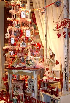 everything is so pretty; So stealing this next year, I need to get a small white Christmas tree and decorate it for Valentine's Day, what a perfect idea. <3