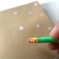 Polka Dots Geschenkpapier (DIY)