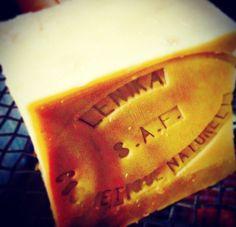 A- Fabrication de savons - lenika couleur olive
