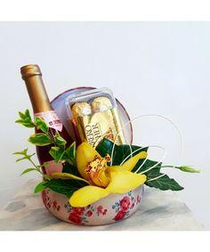 Cadou surpriza in cutie cu orhidee, vin spumant si praline Flower Arrangements, Magnets, Gifts, Decor, Backgrounds, Floral Arrangements, Presents, Decoration, Favors